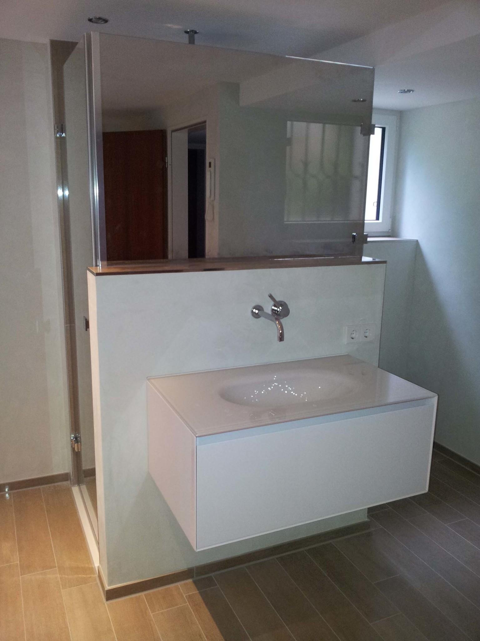 Midra-U-Kabine-mit-Spiegelglas-zur-gleichzeitigen-Nutzung-als-Waschtischspiegel